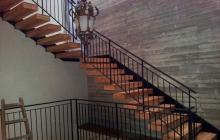 מדרגות מעץ בהתאמה אישית